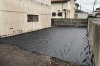 水戸市内にて狭小住宅解体工事と防草シート|ランドサービス