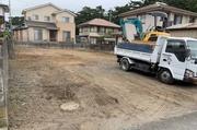 大洗町にて潮風香る建物解体の作業風景|ランドサービス株式会社